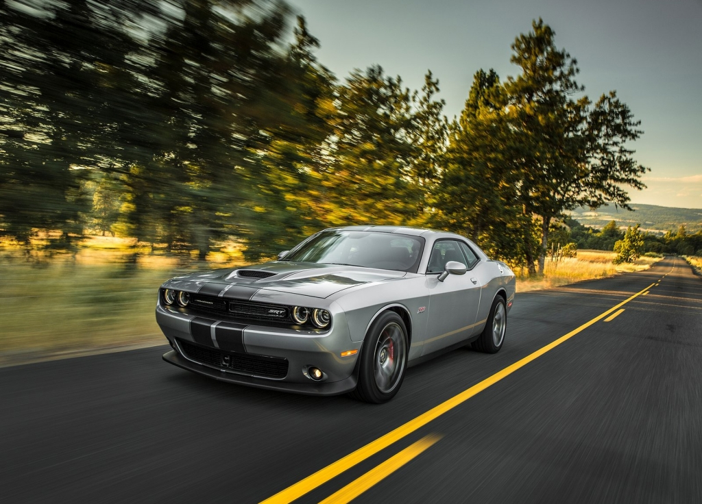 Dodge-Challenger_SRT_2015_1600x1200_wallpaper_0a